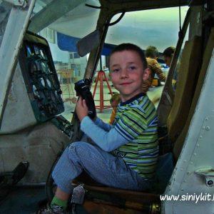 ekskursiya-v-avia-angar-nau-fotootchet 11