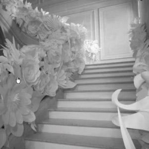 stend-iz-bumazhnyx-cvetov 12