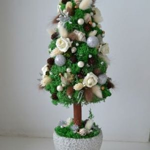 decorative-christmas-trees-with-their-hands-2